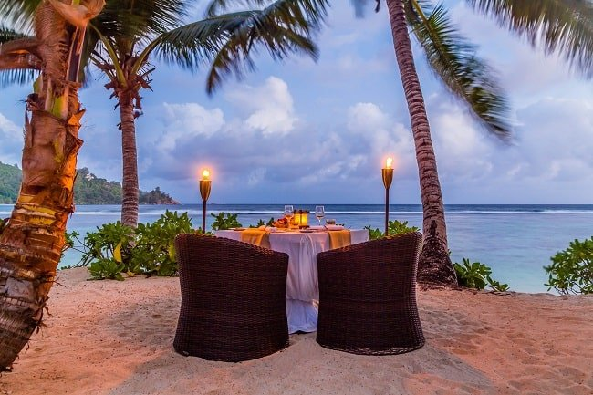Bubbly Moments by Kempinski Seychelles Resort beach proposal