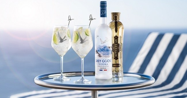 Celebrate World Cocktail Day 2019 by Going Out OR Staying In - GREY GOOSE Le Grand Fizz